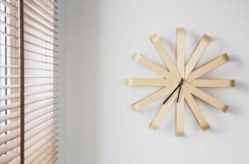 houten raamdecoratie