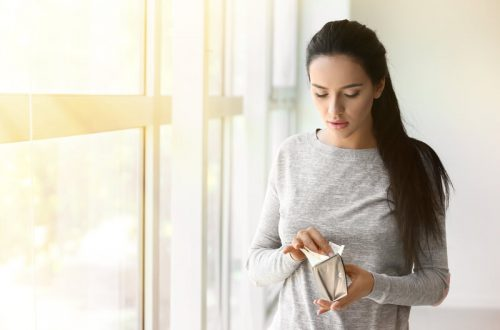 vrouw met portemonnee